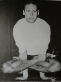 年輕賀倫作瑜伽