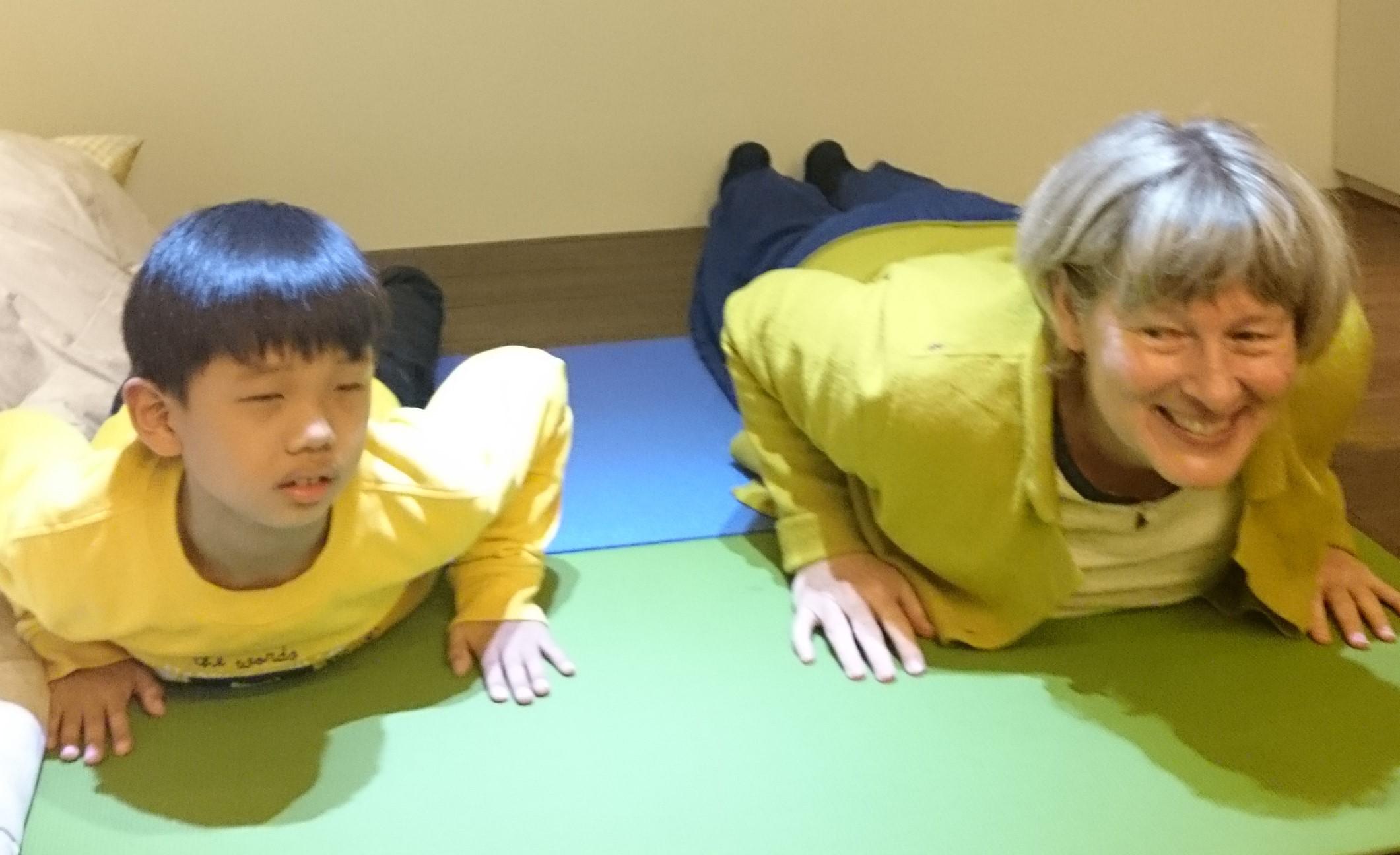 大人小孩快樂瑜伽 (2)